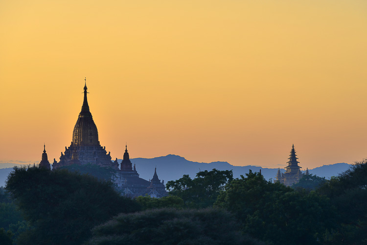 bagan ananda at sunset