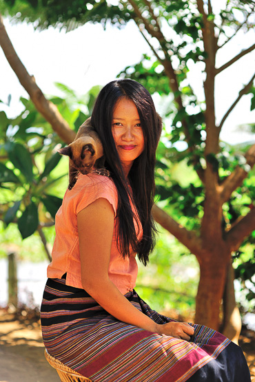 Princess Inle Resort - Misuu owner with her Burmese cat